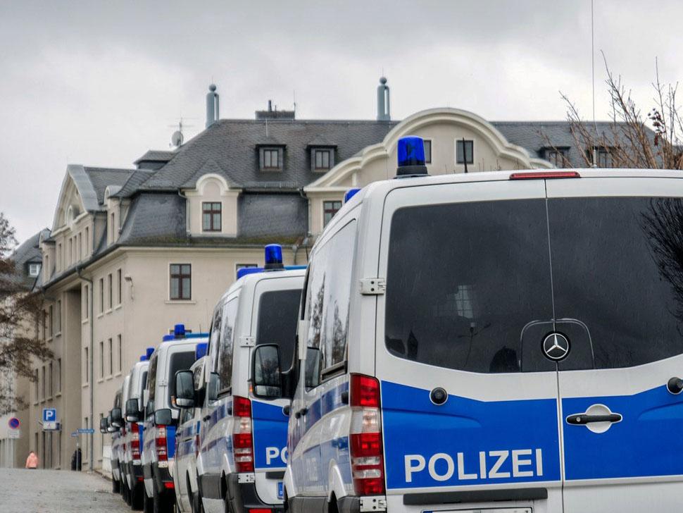 Berliner Polizei löst Versammlung in einem Gemeindehaus auf